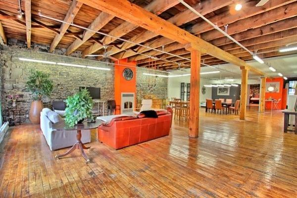 AMAZING LOFT fully furnished and heated   Bright with oustanding open space.  Perfect for office or workspace Artist  Capacity around 10 people Exposed brik, High Ceilling  2 closed rooms  Available NOW  3000$/month