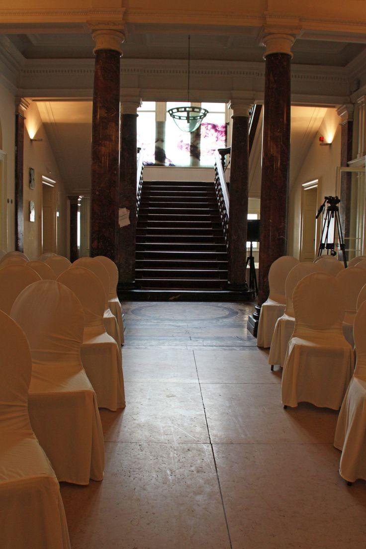 Bruiloft 7 juli 2012 Locatie Duinlust in Overveen Ruimte voor de huwelijksceremonie, bruidspaar komt van de trap af gelopen #weddings.www.yourfairytale.nl/