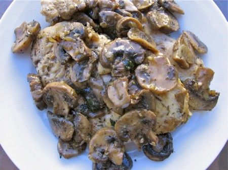 Slim & Saucy Lighter Chicken Marsala. A winning #recipe from #WeightWatchers Comfort Classics Cookbook. Perfect for #Valentine's Dinner at Home. 250 calories, 6WWPP http://simple-nourished-living.com/2011/10/slim-saucy-healthy-chicken-marsala-recipe/