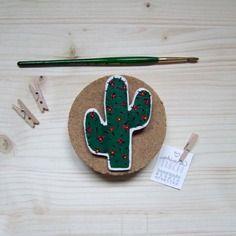 Spilla cactus in legno dipinta a mano - pezzo unico