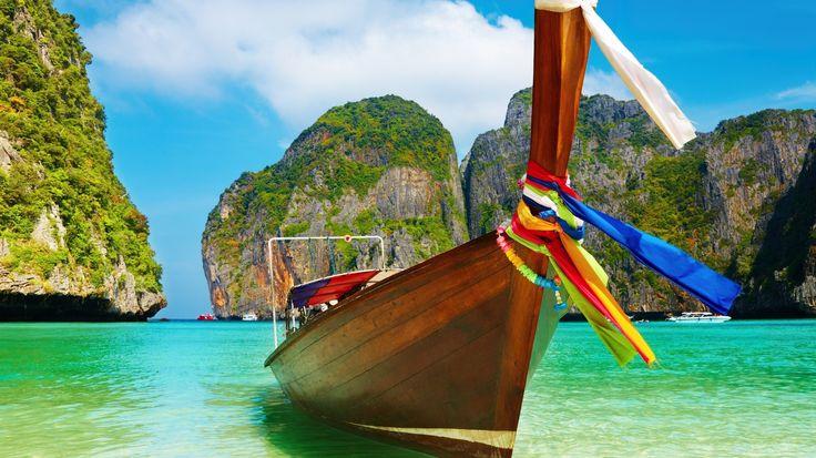 Acqua; spiaggia colorata; nastro; colore del paradiso; barca d'estate; cielo blu, barca, natura.