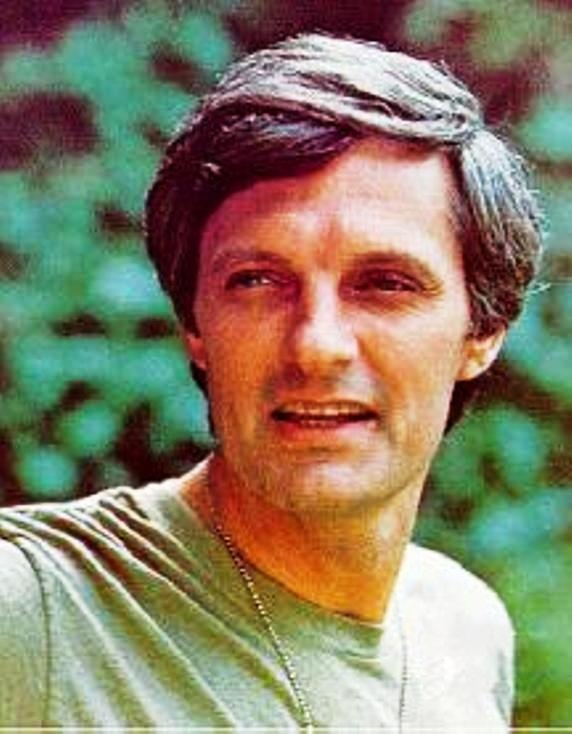 Alan Alda (b. January 28, 1936) joined the Army Reserve after graduating from Fordham. He completed the minimum six-month tour of duty as a gunnery officer during the Korean War.