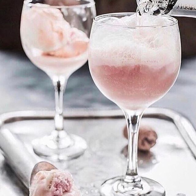 • COCKTAILS • Sunday afternoon calls for a drink, pink cocktails are always a good choice • RG @largerthanlifeagency • #cocktail #drink #weekend #sunday #celebrate #pink  #Regram via @onedaybridal