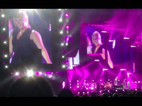 Amy Schumer, Jennifer Lawrence dance on Billy Joel's piano at Wrigley Field concert -