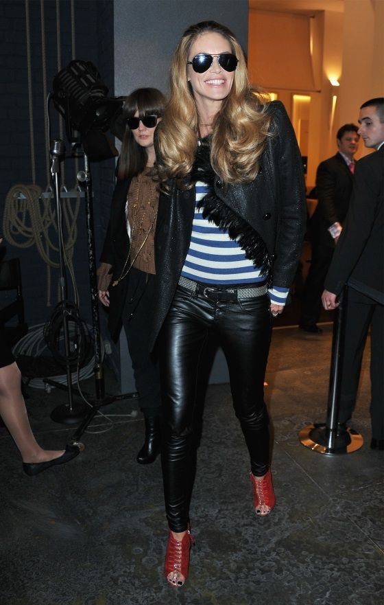 The main reason I love Elle's style is she is the ultimate queen of the leather pant - no one does it better. I also love her tradem...