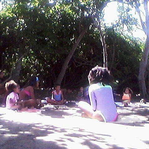 @fundacionmartinyca crea un futuro en armonía y equilibrio a través del Yoga para niños(as). Feliz inicio de Semana!!! Hacer yoga es llevar un estilo de vida en armonía disfruta de cada momento y se fiel a tus sueños ... Síguela:  @fundacionmartinyca  @fundacionmartinyca  @fundacionmartinyca .  #publicidad @publiciudadmcy.  #yogaforkids #yogaenlaplaya #Noqueremosrecogertubasura #juntosesmejor #choroni #yoga #niñas #niños #armonia #naturaleza #cuerpo #mente #alma #destinos #aragua #venezuela…