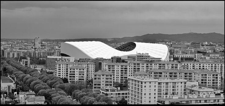 Nouveau stade vélodrome, Marseille, France, 2016. Vu de la terrasse de la Cité Radieuse de Le Corbusier. © Franck Pédersol.