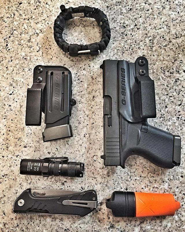 #Repost @jf_shooter ・・・ EDC Pocket Dump w/ @superessestraps @q_series_holsters @exotac @nitecoreflashlight @buckknives @glockinc @tarantactical #edc #edcpocketdump #dailycarry #everydaycarry #bareneckers #bareessentials #keepitsimple #kiss #glock43 #ccw #concealedcarry #macgyver #whatwouldmacgyverdo #paracordbracelet