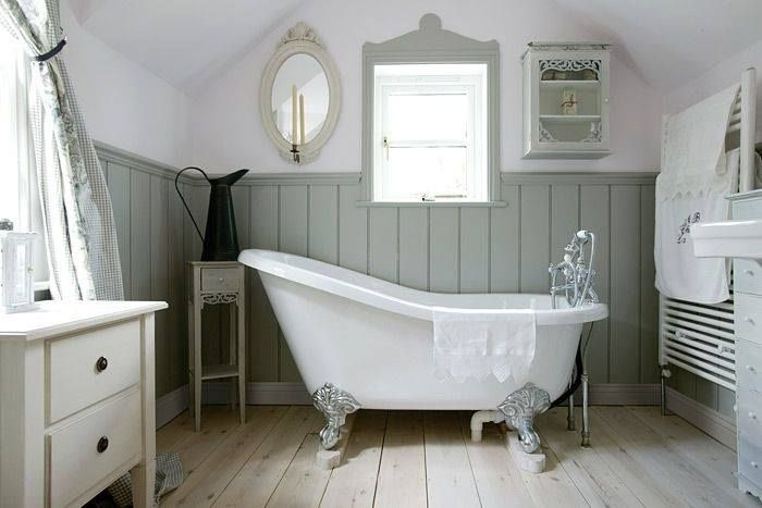 (Inspiration) Foamandbubbles.com: A sloping ceiling is the perfect backdrop for a rolltop bath.