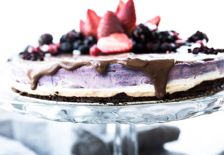 (Blueberry mousse cake with caramel & brownie bottom, for english text scroll down) God morgon! Vad ska ni hitta på i helgen? Igår var det min födelsedag, så när familjen kom på besök, så bjöd…