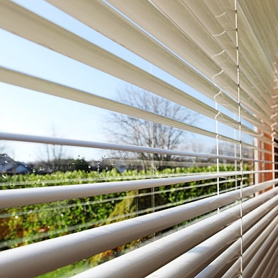 BLIVETAN.COM: ALUMINIUM VENETIAN BLIND - Buy Aluminium Venetian Blinds Online Update your windows with a classic aluminium blind look from Blinds On The Net Easy to maintain and install, and allowing for a