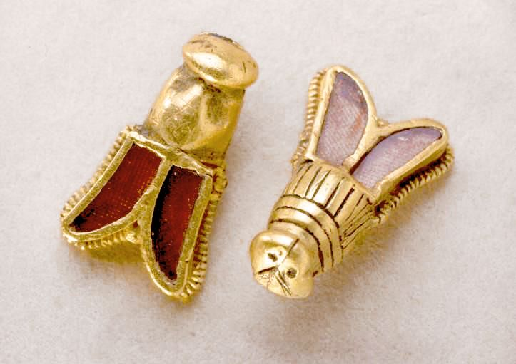 Golden bees from the tomb of Childéric Roi des Francs Merovingian, 436-481, father of Clovis.