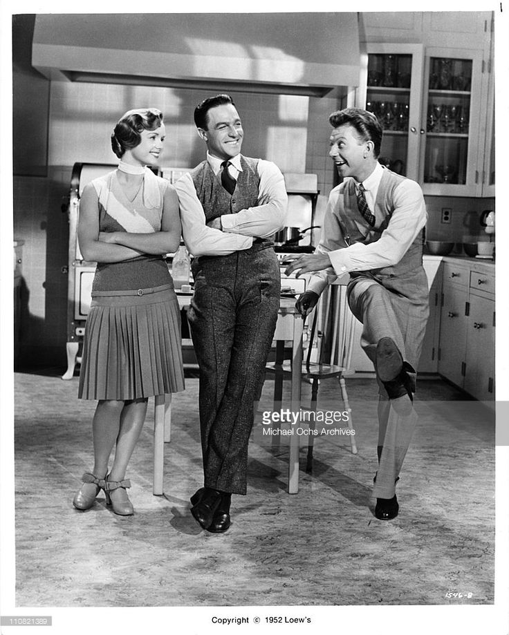 actors-singers-and-dancers-debbie-reynolds-gene-kelly-and-donald-in-picture-id110821389 (820×1024)