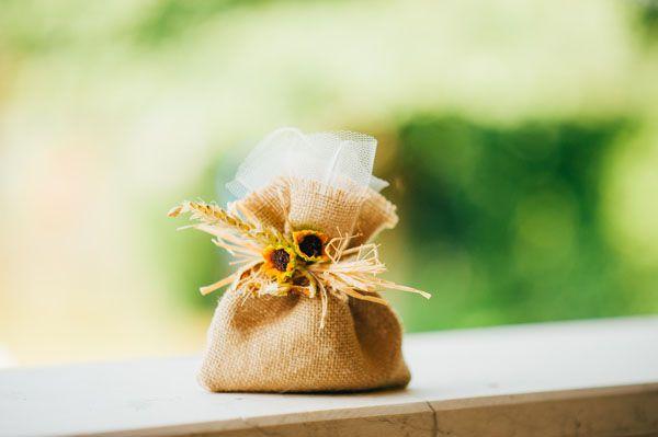Matrimonio country chic con girasoli e limoni