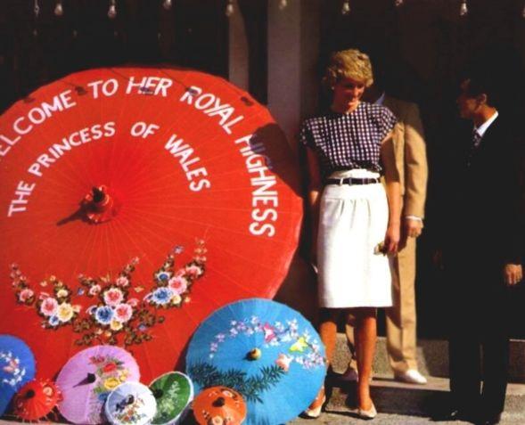 1988-02-05 Diana visits the Bo Sang Umbrella Factory in Chiang Mai