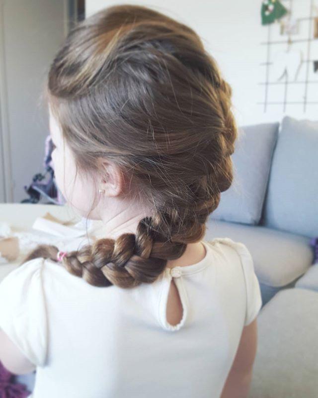 Fick #fläta tjejen med det här håret inför kalas idag. @famkalstrom @tindra.kalstrom