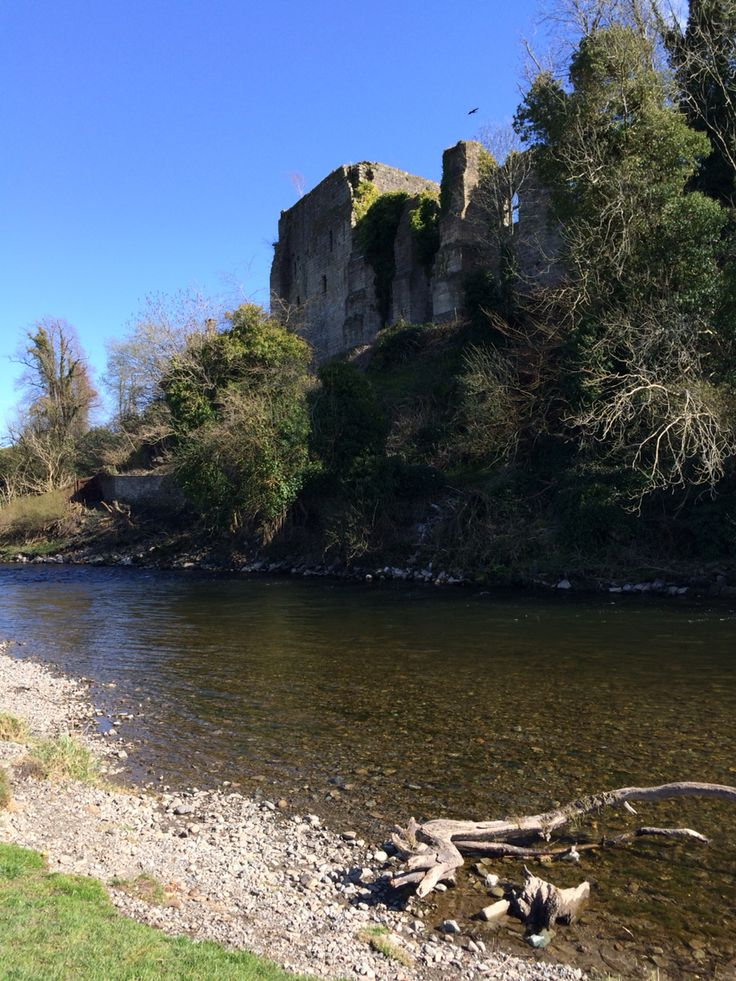 Cockermouth castle - beautiful ruin & particularly stunning in the sunshine today #Cumbria