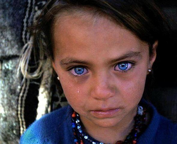 üzgün-mavi-gözlü-kız