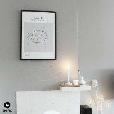 Binnenkijken bij emi - Boven de schouw. De kachel is allang verdwenen. Het blijft een warme hoek. Sneek poster van http://shop.emi.frl. Accessoires van HEMA en Dille & Kamille. Sterrenlamp van IKEA (kerstcollectie)