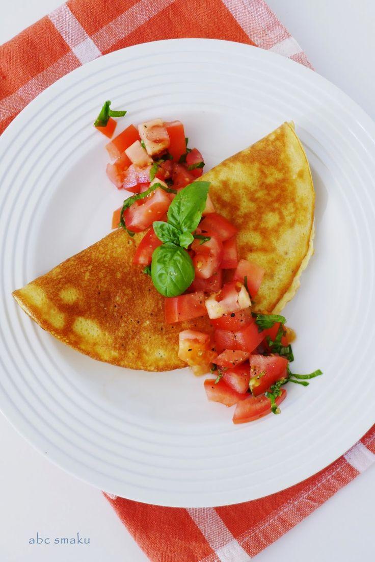 Puszysty omlet z szynką w towarzystwie pomidorów i bazylii  http://abcsmaku.blogspot.com/2014/07/puszysty-omlet-z-szynka-z-pomidorami.html