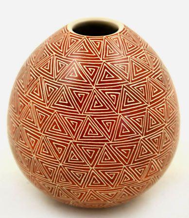 Mata Ortiz Pottery, sgraffito ovoid pot - Leonel Lopez Jr