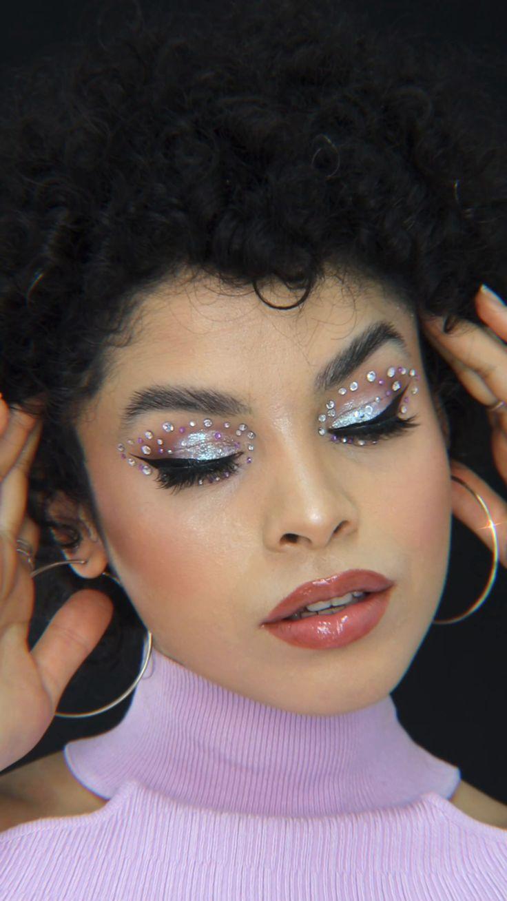 Edgy Makeup, Glossy Makeup, Makeup For Brown Eyes, Skin Makeup, Cool Makeup Looks, Cute Makeup, Pretty Makeup, Rhinestone Makeup, Glitter Makeup
