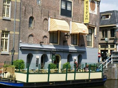 Proeflokaal De Boom, sinds 1986 gevestigd onder het Biermuseum in Alkmaar. Met 8 speciaalbieren op tap en ruim 30 op fles.