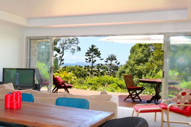 House in Ocean Shores, Australia. This beautiful well-located house has just been renovated and modernised. See the ocean and the waves breaking, hear the sounds of the surf and feel the pristine clear air and you are immediately transported into holiday mode.       The open plan ...