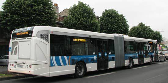 Autobus articulé GX 427 (3 portes) de Bordeaux.