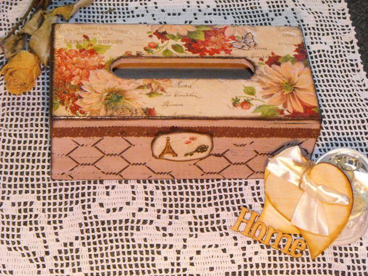 papírzsebkendőtartó virágos mintával / tissue box by me :)