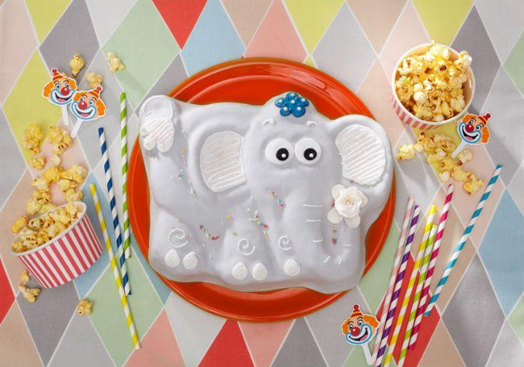 Elefanten Geburtstagkuchen für einen lustigen #Kindergeburtstag. Rezept und Kuchen findet ihr bei Tambini.de  Foto & Styling: Thordis Rüggeberg, Foodproduktion: Sarah-Christine Brandt