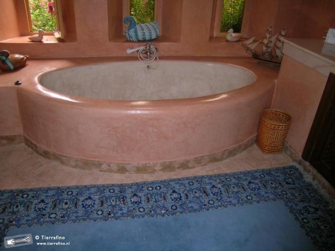 badkuip roze Villa Marrakech Tierrafino Stone