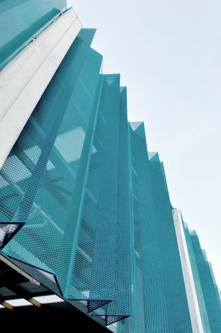 Garmendia Arquitectos + tcga > Pista Polideportiva en Barakaldo | HIC Arquitectura