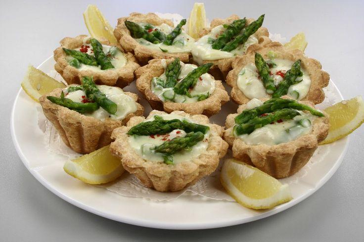 Tarteletter med fiskeboller, asparges og rejer - En opskrift fra Alletiders Kogebog blandt over 38.000 forskellige opskrifter på