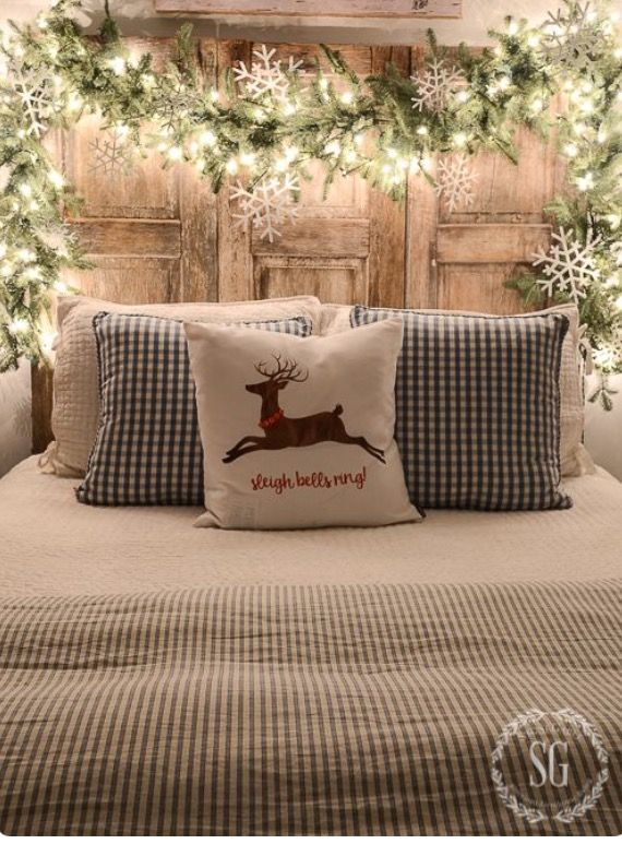 Merveilleux Rustic Country Ticking Stripes And Plaid Bedding With Wooden Headboard And  Glowing Garland Make A Welcoming Winter Bedroom.     CHRISTMAS NIGHTS TOUR   A ...