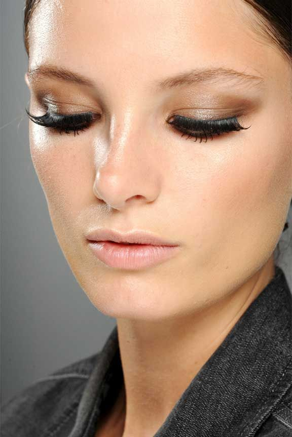 Bizarre (but super-effective) backstage makeup secretsSpring Makeup, Gucci Spring, Nature Makeup Looks, Makeup Tricks, Spring Summer, Makeup Ideas, Beautiful Tips, Runway Makeup, Beautiful Secret