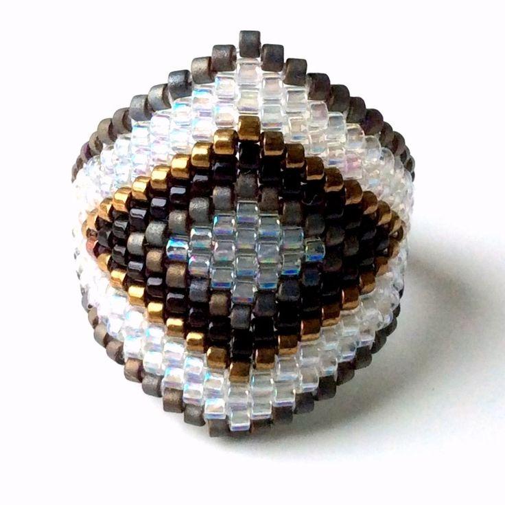 les 25 meilleures id es de la cat gorie bagues avec perles sur pinterest tutoriels perles en. Black Bedroom Furniture Sets. Home Design Ideas