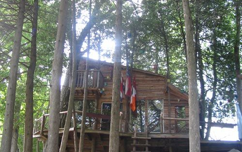 The Treehouse Perth, Ontario | See our eco-friendly treehouse built with recycled materials
