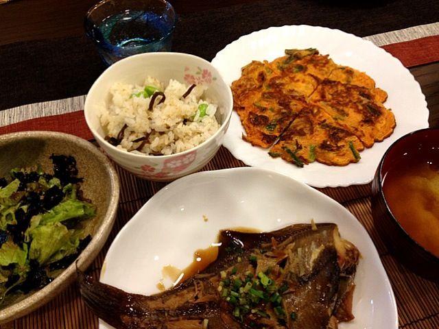 作りすぎたみたいお腹いっぱい☺ デザートまで行きつくかな⁇ - 30件のもぐもぐ - カレイの煮付け、キムチチヂミ、チョレギサラダ、枝豆と昆布の混ぜご飯、キャベツとじゃがいもの味噌汁 by masako522