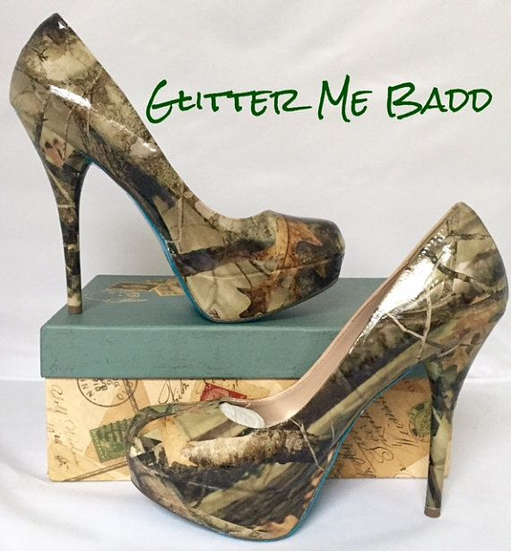These are REAL TREE camoflouge glossy heel. Handmade so no two are exactly alike.  ***PLEASE NOTE THE LAST PICTURE HAS THE VARIETY OF HEEL HEIGHTS. THE HEEL STYLE IN THE PICTURE MAY NOT BE THE EXACT STYLE I USE. I USE A VARIETY OF HEELS FOR MY DESIGNS THAT RANGE FROM 3-5.5. PLEASE REQUEST THE HEEL HEIGHT YOU WOULD LIKE. SIZES 10 AND UP ARE ONLY AVAILABLE IN 4  Most of the time I use a heel that is between 4.5-5.5 unless otherwise specified for a shorter heel. If you are interested in a…