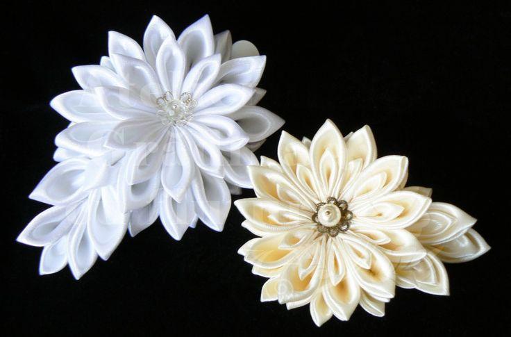 White and cream satin chrysanthemums for brides - Crizanteme din satin alb și crem pe clame mari de păr | Colecţia de flori pentru mirese 2013 - Atelierul Grădina cu fluturi