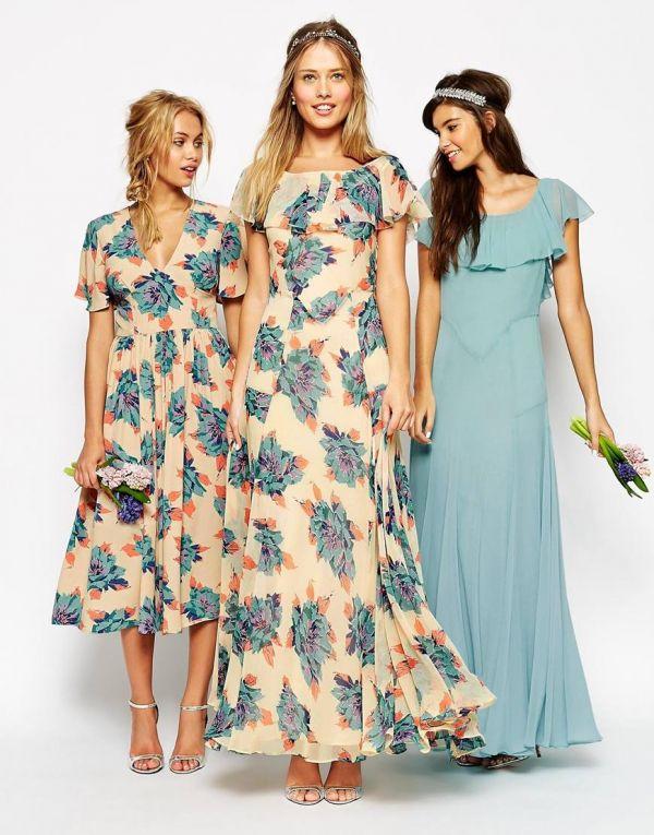 Vestidos estampados y uno liso para que las damas de honor de tu boda vayan a juego