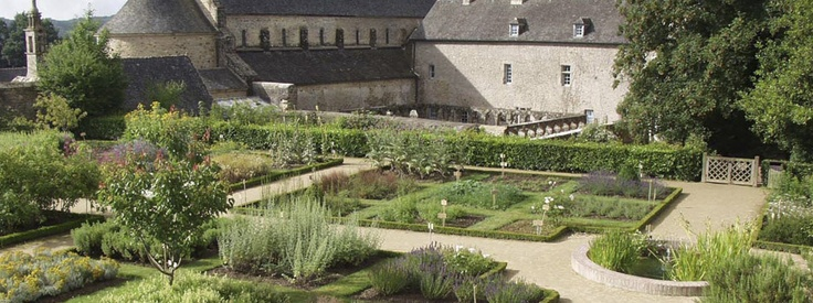 Jardin de l'abbaye de Daoulas   Un trés joli cloître et un jardin médiéval
