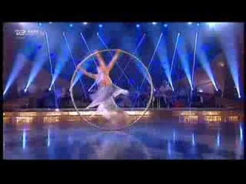 "Soooo many cool tricks. she is seriously the best.  . . . . .Valerie Inertie - Cyr Wheel .performance in ""Vild Med Dans"" (Let's Dance)"