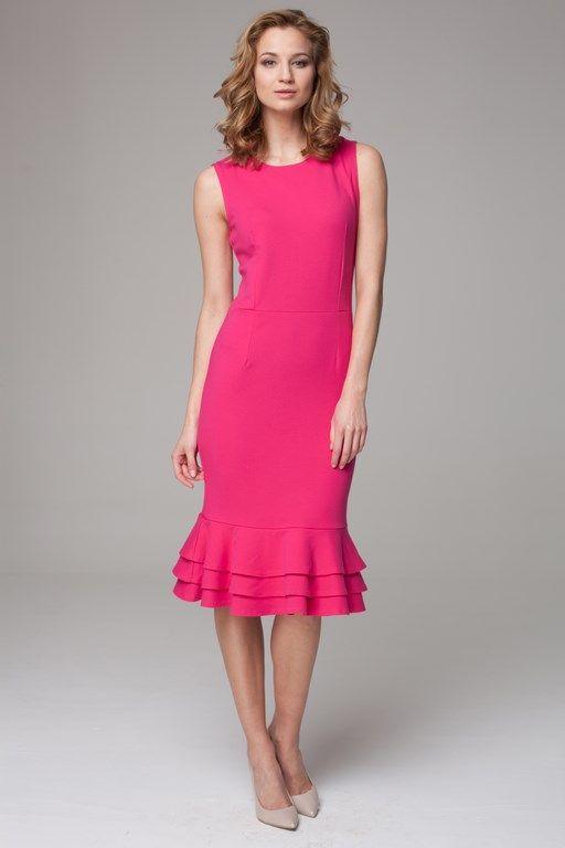 Wyszczuplająca różowa sukienka o długości midi