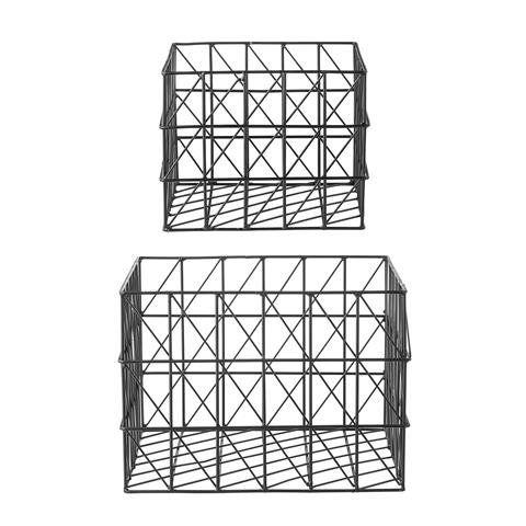 Bloomingville set van 2 metalen draad manden zwart  Manden van metaaldraad zijn helemaal hip. Leuk om me te stylen en producten in op te ruimen.  materiaal: metaaldraad kleur: zwart afmeting: grote mand is 35 x 35 x 25 cm, kleine mand is 25 jx 25 x 20 cm.