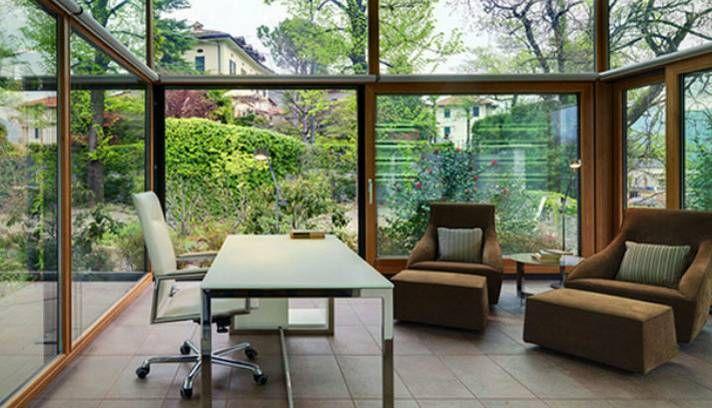 Amplas paredes envidraçadas: bom aproveitamento da luz natural e contato com a natureza Foto: Reprodução da internet