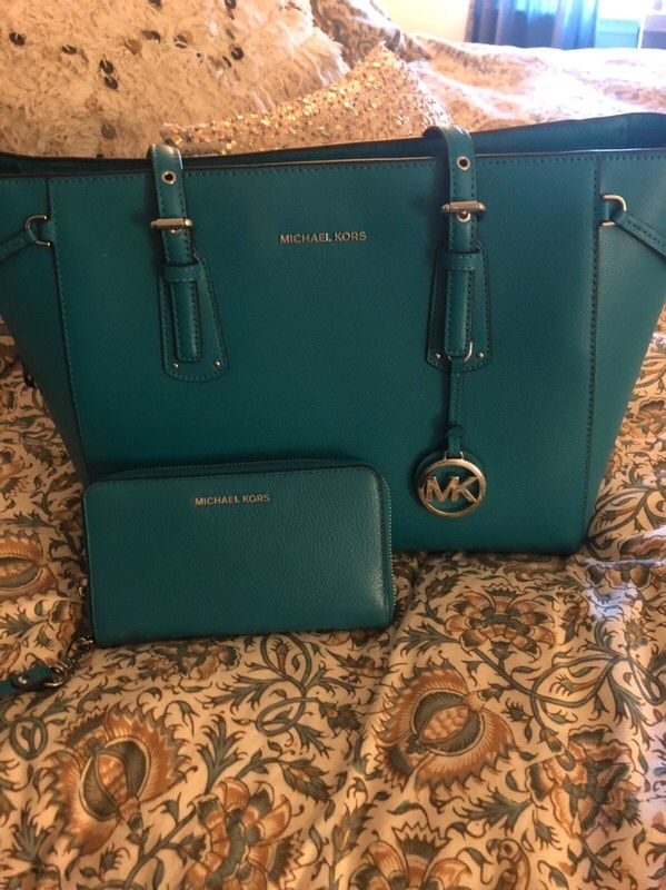 4c44b16da3f215 Check out Michael Kors for $$170.00 on #Vinted Mk Purse, Purse Wallet,