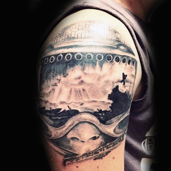 Expansive White Snow Hills And Snowboard Tattoo Männer Arme