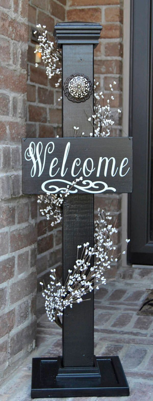 24 Lovely Front Porch Welcome Post Ideas that will make your guests welcome